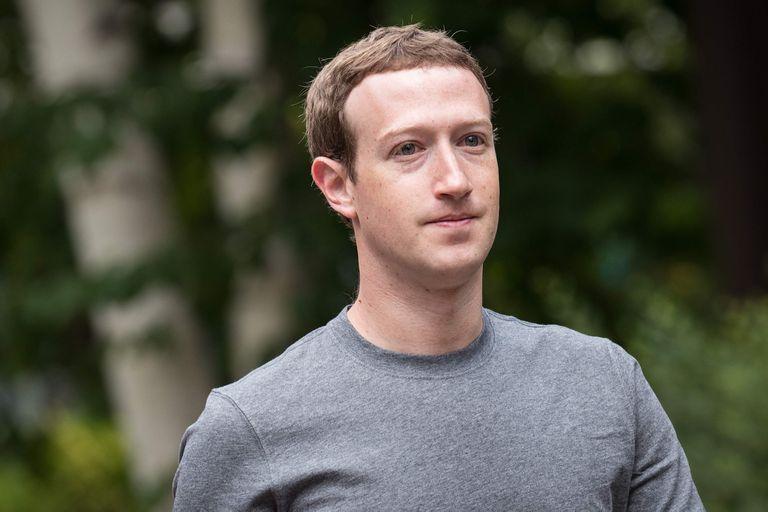 """Mark Zuckerberg se opone a Cook y defiende el """"Internet abierto"""""""