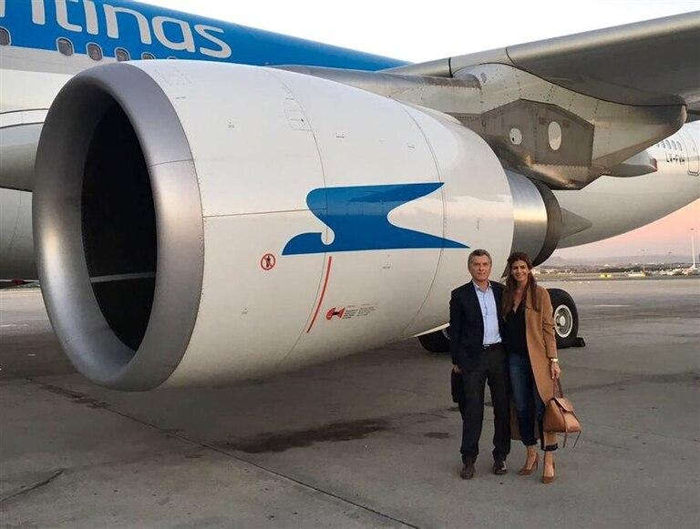 Macri emprendió ayer regreso con su familia; por primera vez lo hizo en Aerolíneas Argentinas