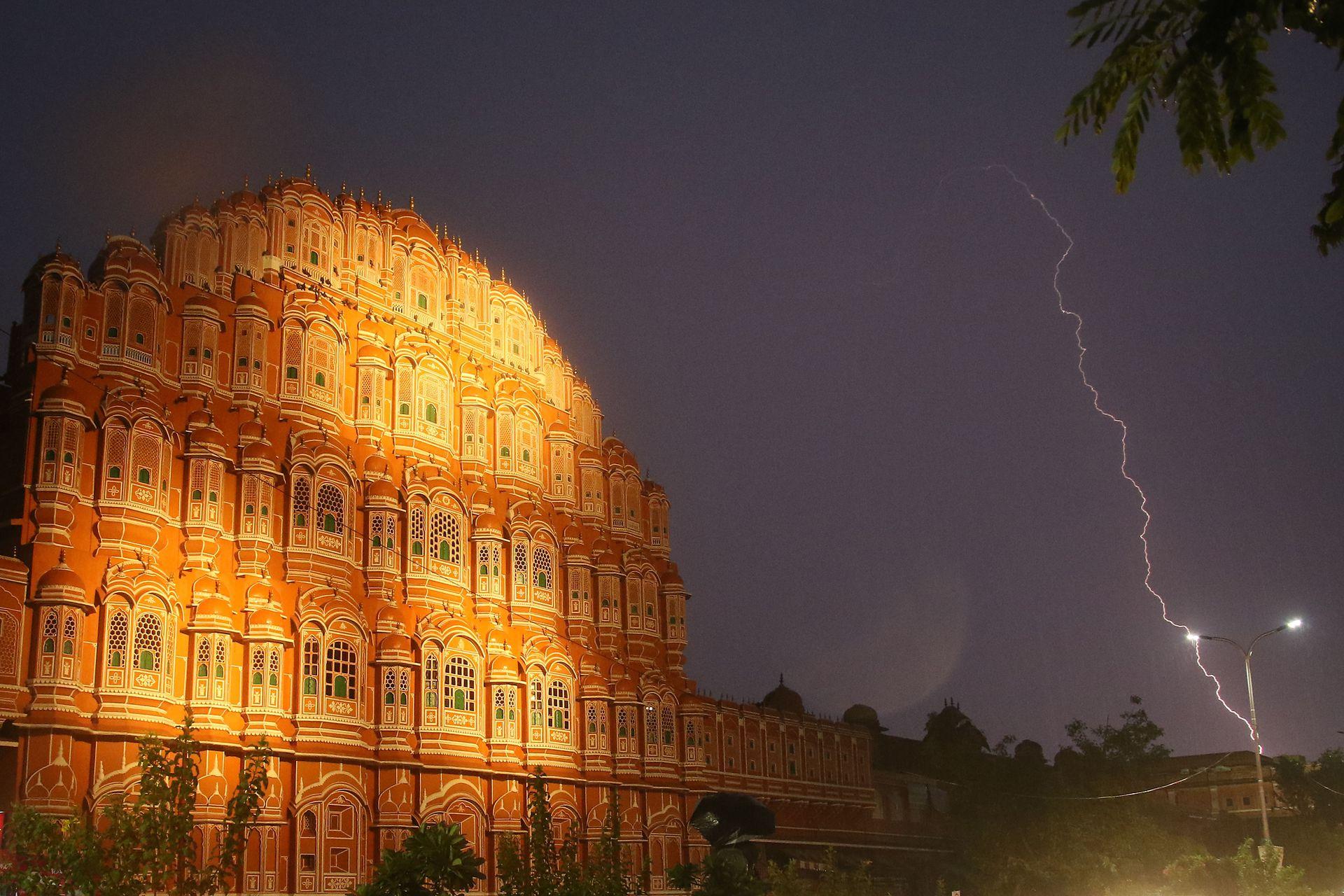 La espectacular tormenta eléctrico descargó rayos sobre varias ciudades de la India