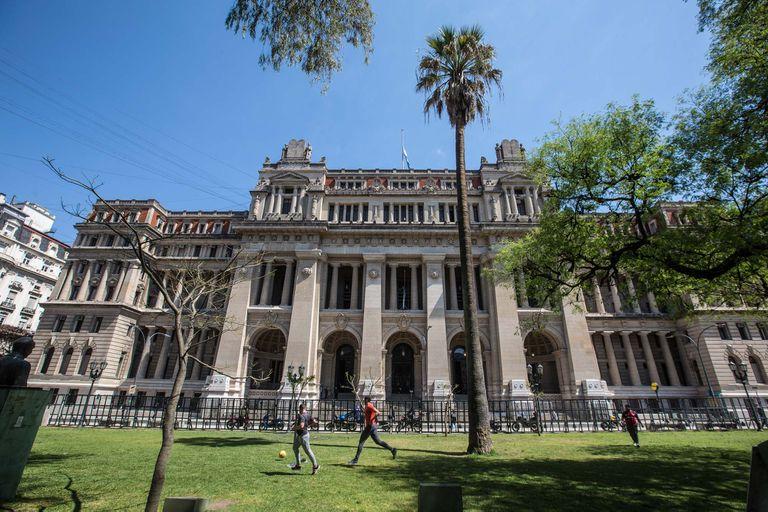 IDEA, AmCham y el Colegio de Abogados de la Ciudad impulsan ocho propuestas para mejorar la Justicia