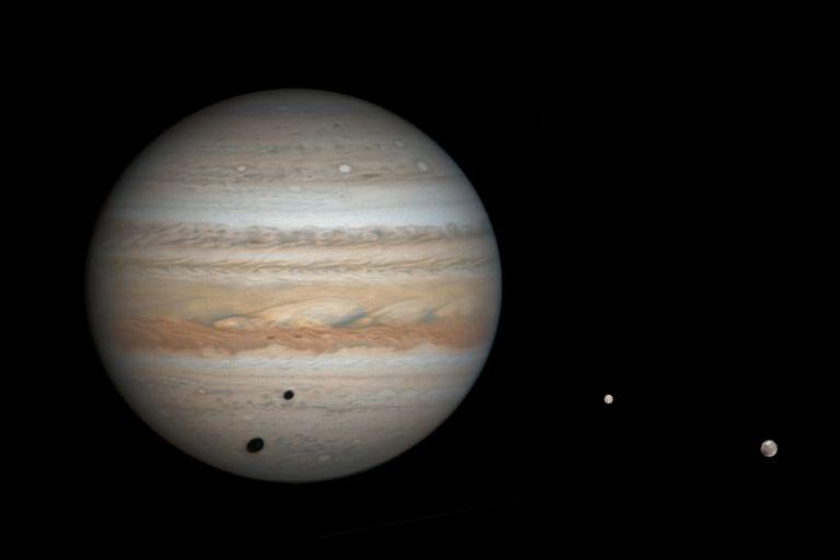 Hasta el momento se habían confirmado unos 79 satélites naturales orbitando el planeta más grande del sistema solar