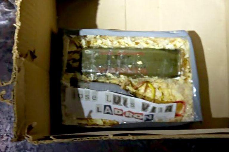 La imagen del artefacto explosivo detonado frente al domicilio donde había vivido José Luis Vila