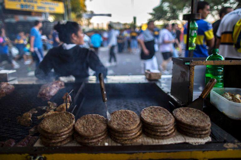 Las hamburguesas promedian $ 30, pero son bastante más chicas que lo normal