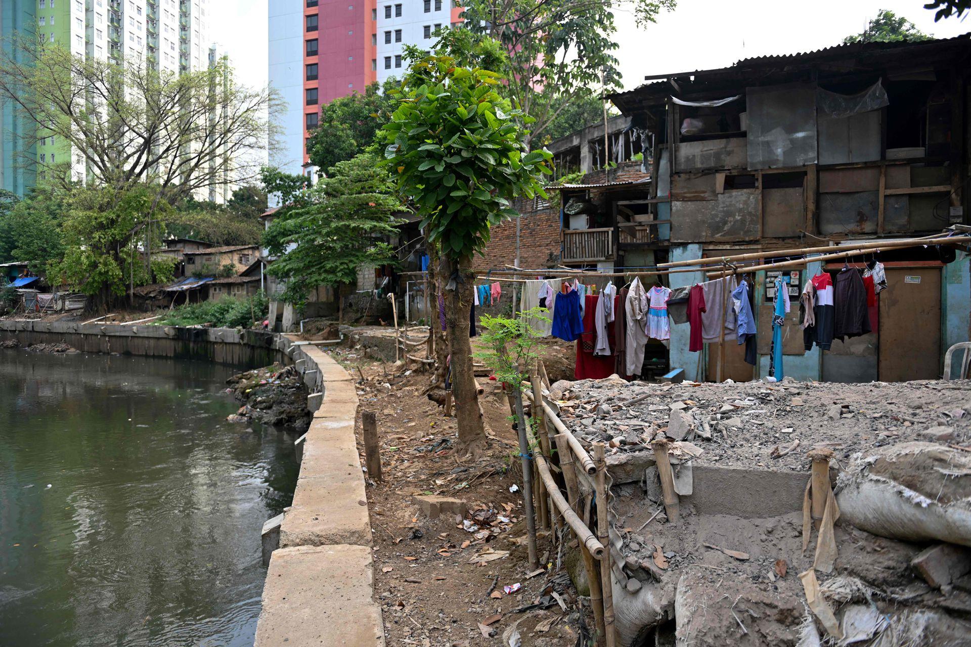 El problema es que hay un suelo pantanoso y ríos que lo cruzan. El cambio climático también hace lo suyo