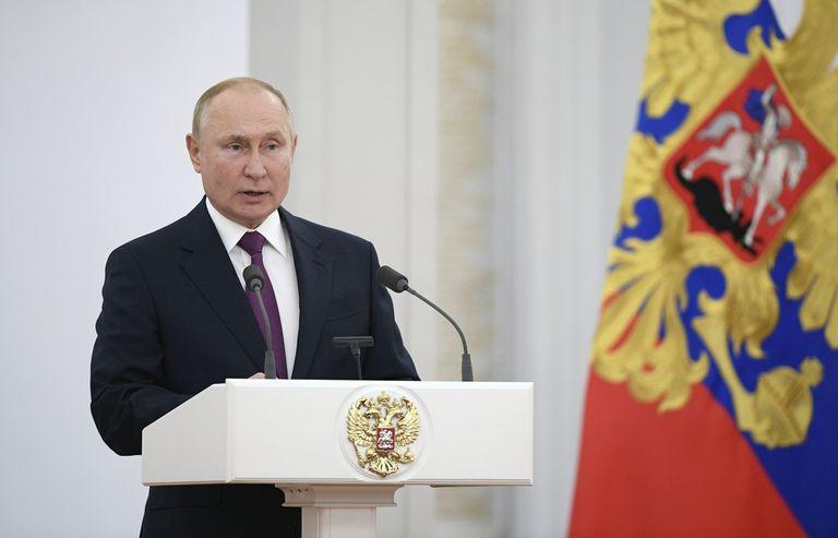 """Putin cuestiona los avances en diversidad de género y la """"discriminación contra la mayoría"""""""