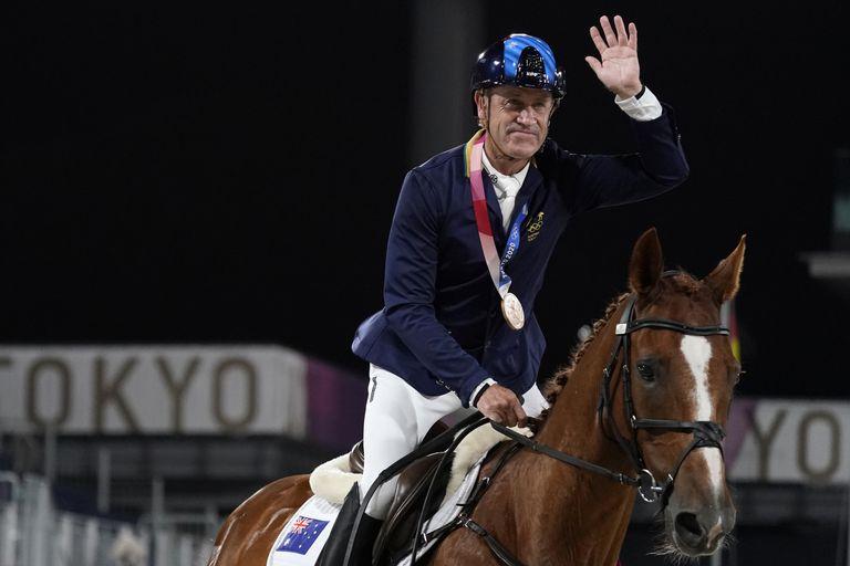 Subió dos veces al podio a los 62 años y en la Villa Olímpica no le creen que es atleta