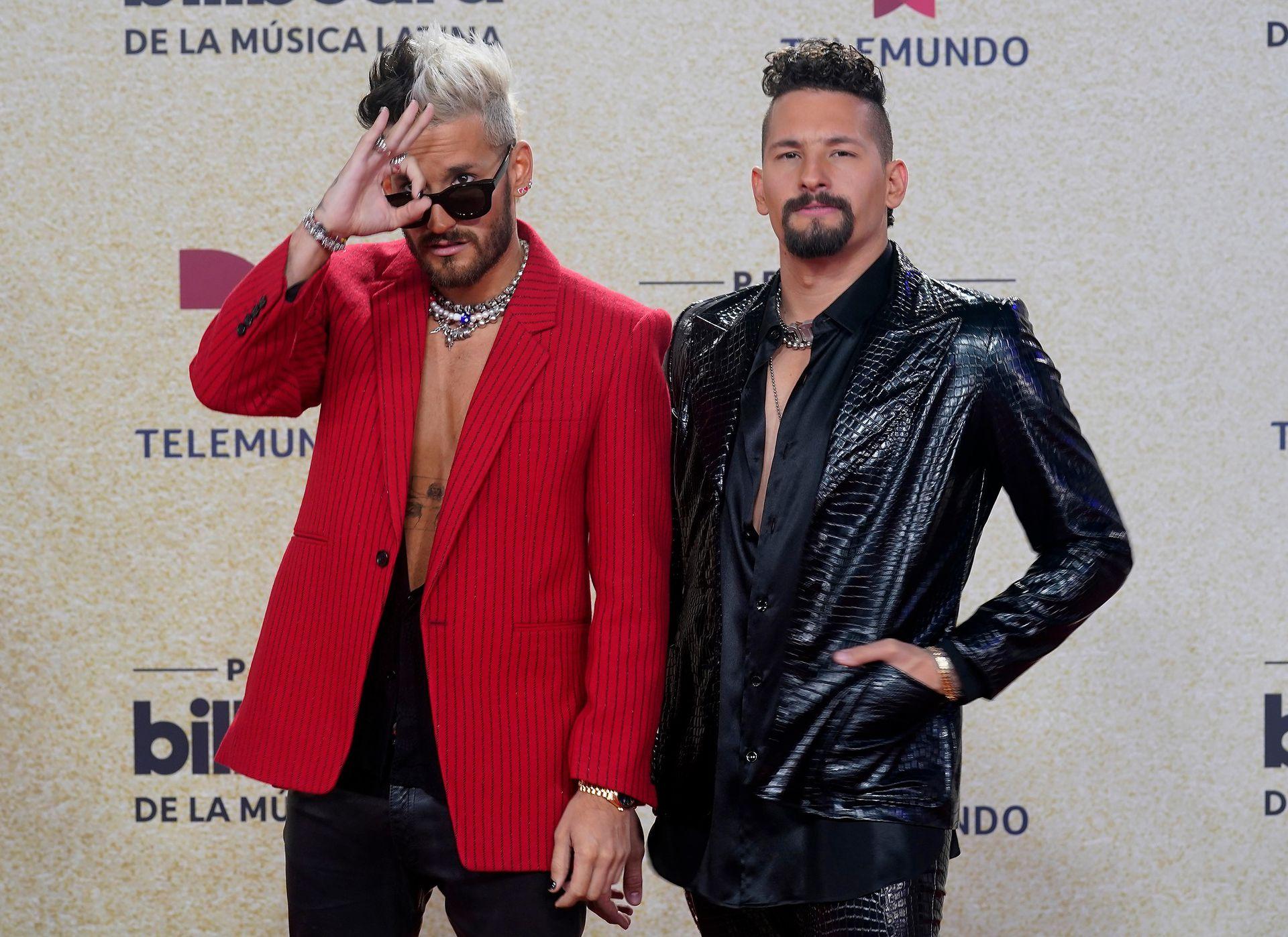 """Ricky Montaner y Mauricio Montaner de """"Mau y Ricky"""" participaron en los Premios Billboard de la Música Latina con su canción """"Besos a cualquier horario"""", que lanzaron junto a Carlos Vives y su hija Lucy"""