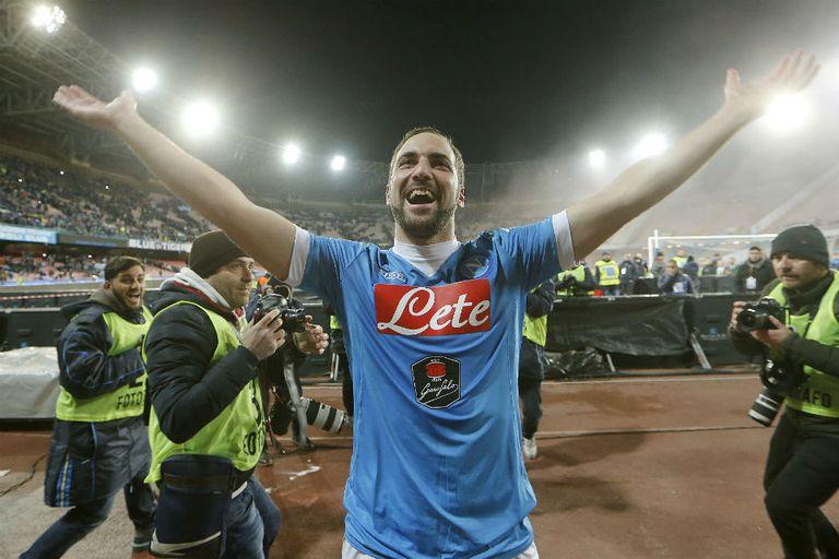 Napoli es líder con los goles del Pipita Higuaín: hizo dos para otro triunfo y l