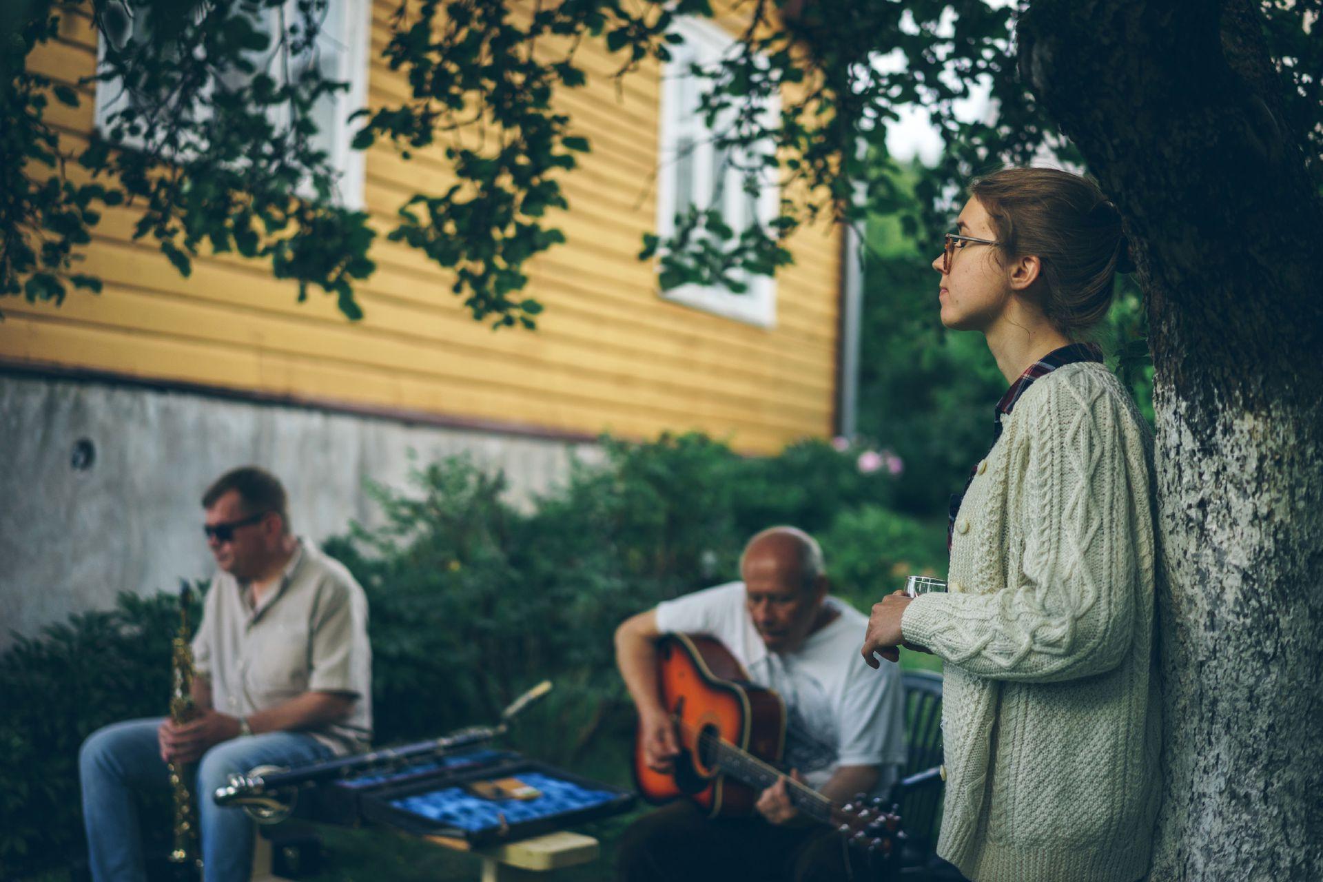 Una familia musical en Lituania. El primer contacto de Marija Clara con Argentina fue de muy niña a través de la música. Su madre escuchaba Martha Argerich, a quien admira mucho; y también sonaban los discos de Gardel y las canciones de Mercedes Sosa.