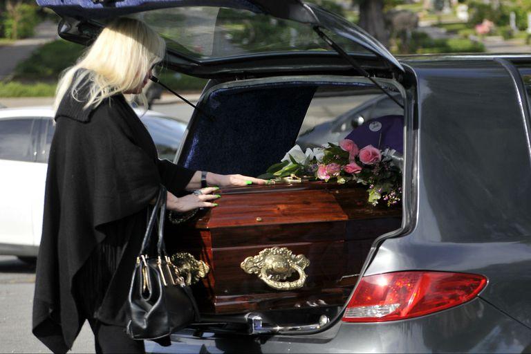 Silvia y Guido Süller le dieron el último adiós a su madre