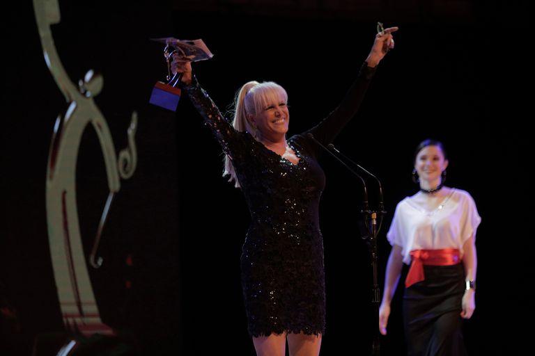 Valeria Lynch no solo festejó su premio a Mejor Intérprete Femenina, sino que también celebró las victorias de sus compañeros