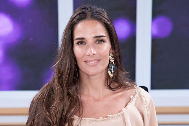 """El pedido de Juana Viale a los argentinos mientras presentaba su look: """"No nos dejemos estar"""""""