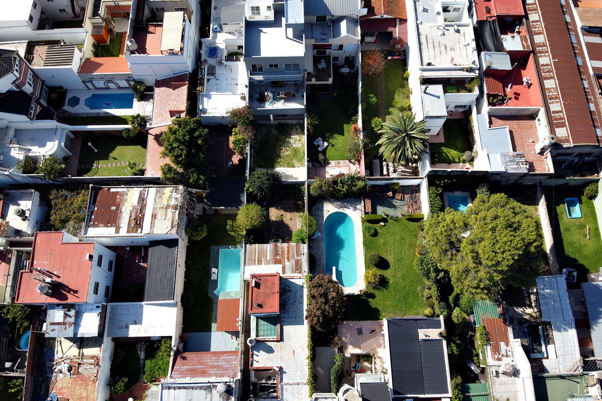 Es un barrio de casas bajas y es muy tranquilo a pesara de estar cerca de la General Paz