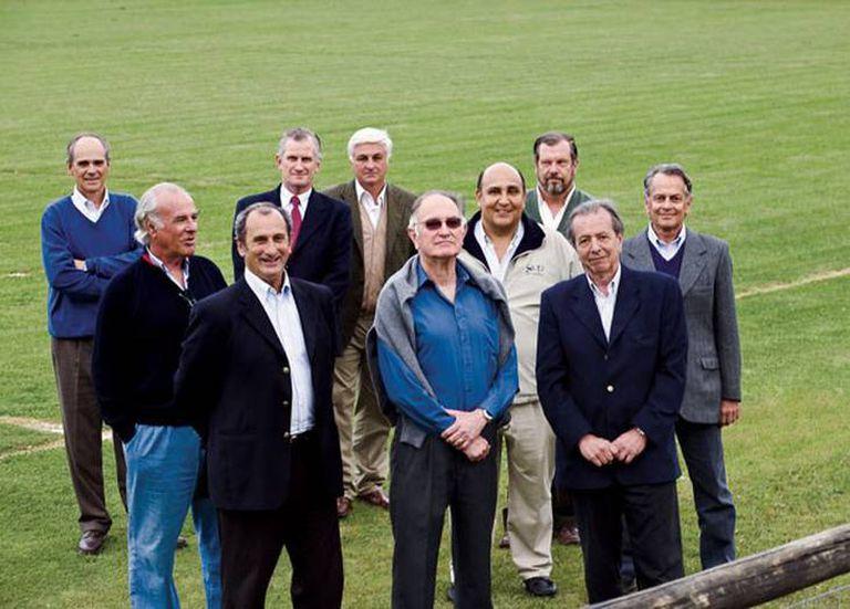 Fondo izq. a der. P. Algorta, R. Harley, R. Canessa, A. Strauch. Centro de izq. a der. C. Inciarte, T. Vizintin y E. Strauch. Frente izq. a der. G. Zerbino, J. Methol y D. Fernández (2008)