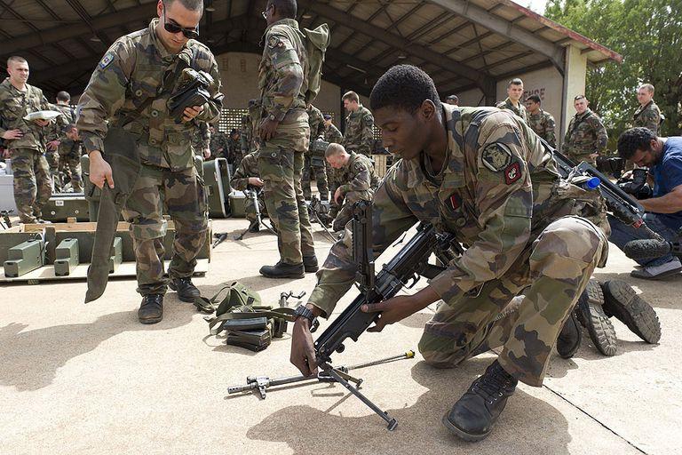 Francia envió 750 soldados, pero planea enviar más en los próximos días