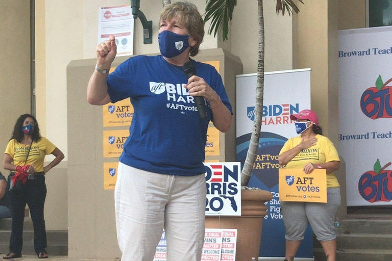 La sindicalista Randi Weingarten, en plena campaña por el presidente Joe Biden
