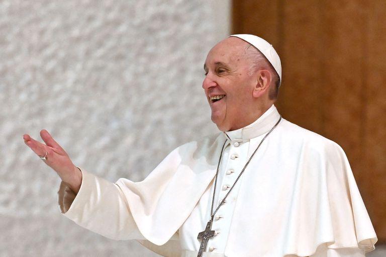 Francisco volvió a rodearse de fieles a un mes de la operación