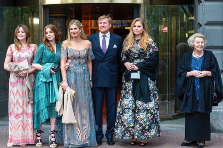 La reina Máxima y su familia durante una celebración anticipada por sus 50 años