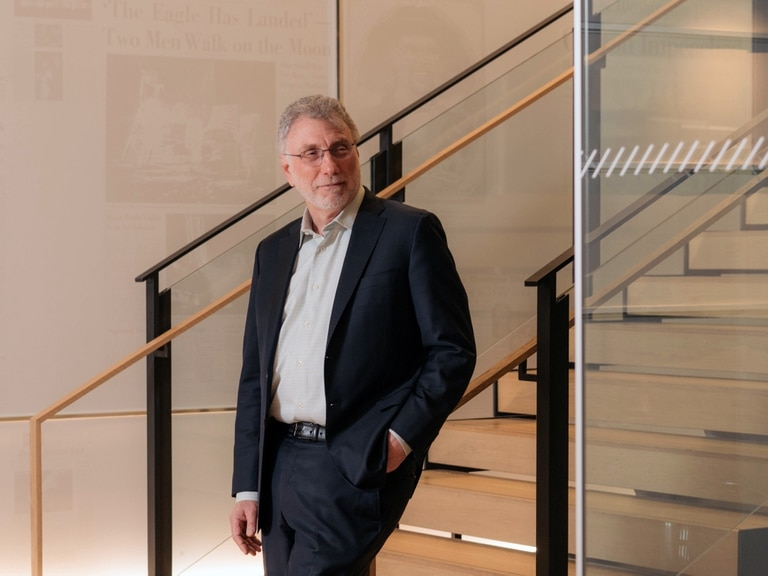 Marty Baron se retira hoy del periodismo tras dirigir durante siete años The Washington Post