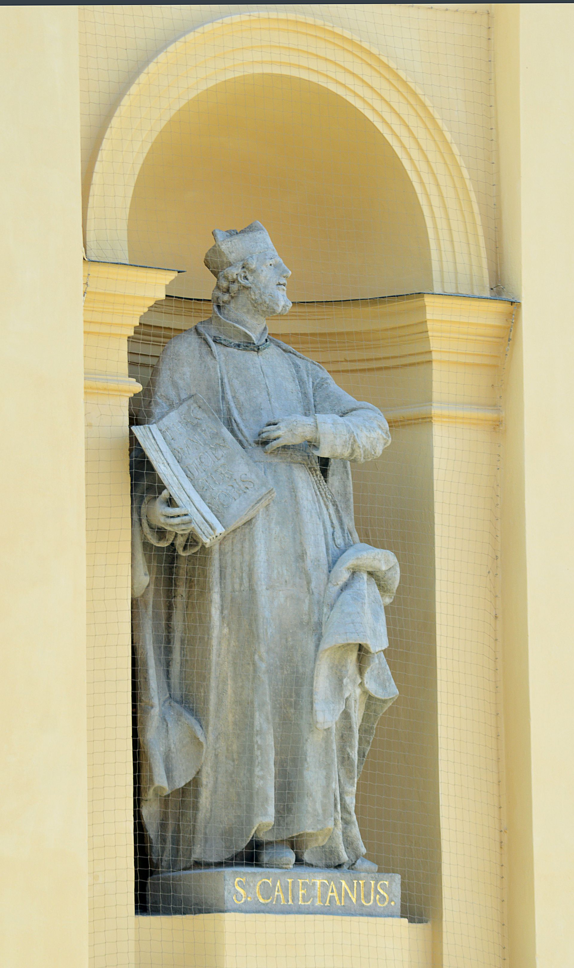 """En Europa, la imagen de San Cayetano es distinta a la que conocemos (la foto es de la Iglesia San Cayetano de Munich, Alemania). Allí se lo venera como """"el santo de los banqueros, jugadores y desempleados"""""""