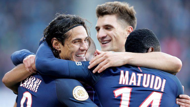 Cavani festejó en el triunfo del PSG