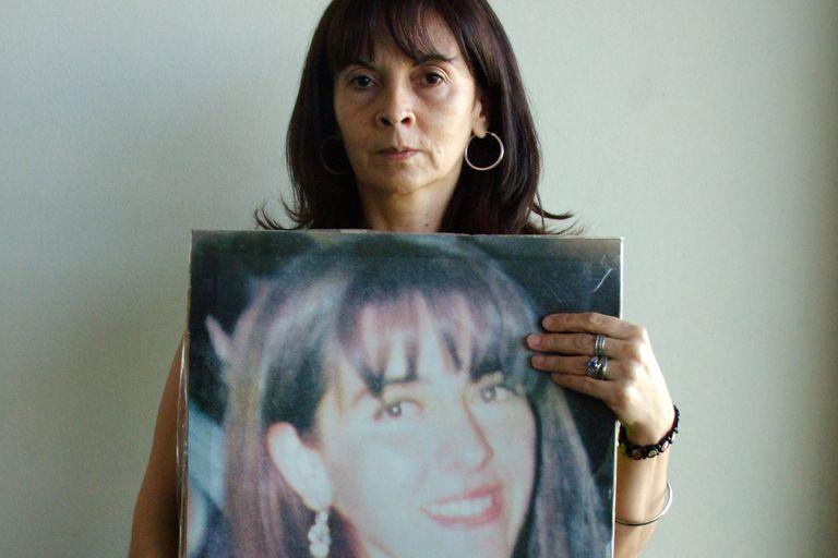 Susana Verón con la foto su hija Marita, secuestrada en 2002