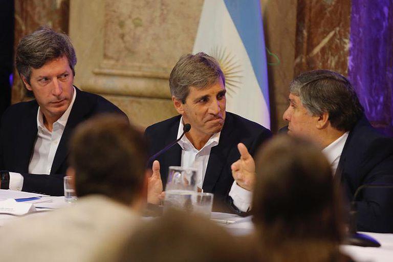 Luis Caputo responde en el Congreso por las empresas offshore y el aumento de la deuda