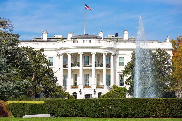 La Casa Blanca y líderes del Senado de ambos partidos alcanzaron un acuerdo sobre un enorme plan de dos billones de dólares