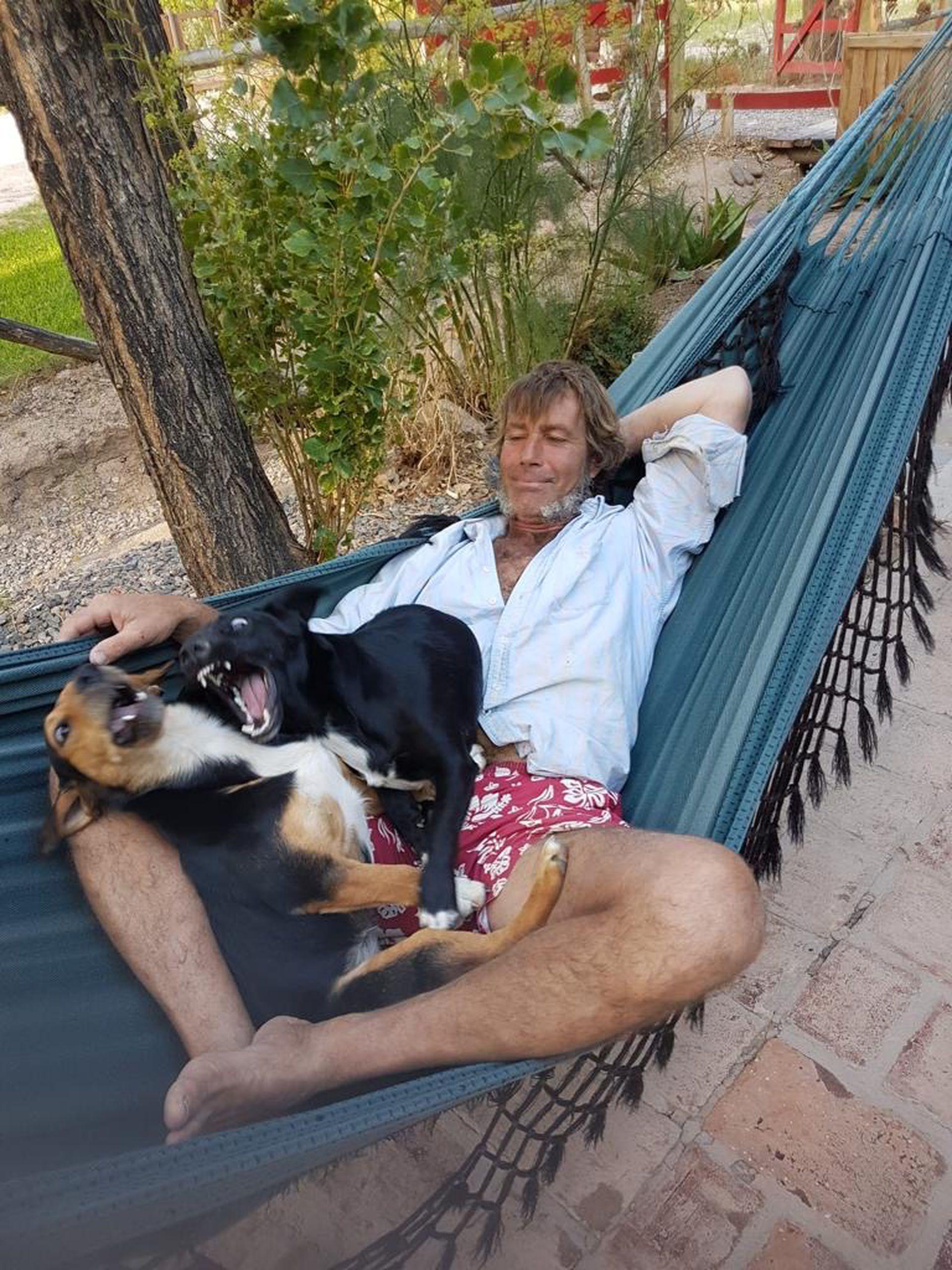 Patrick encontró en Rodeo el viento ideal para el windsurf y la vida plácida que anhelaba.