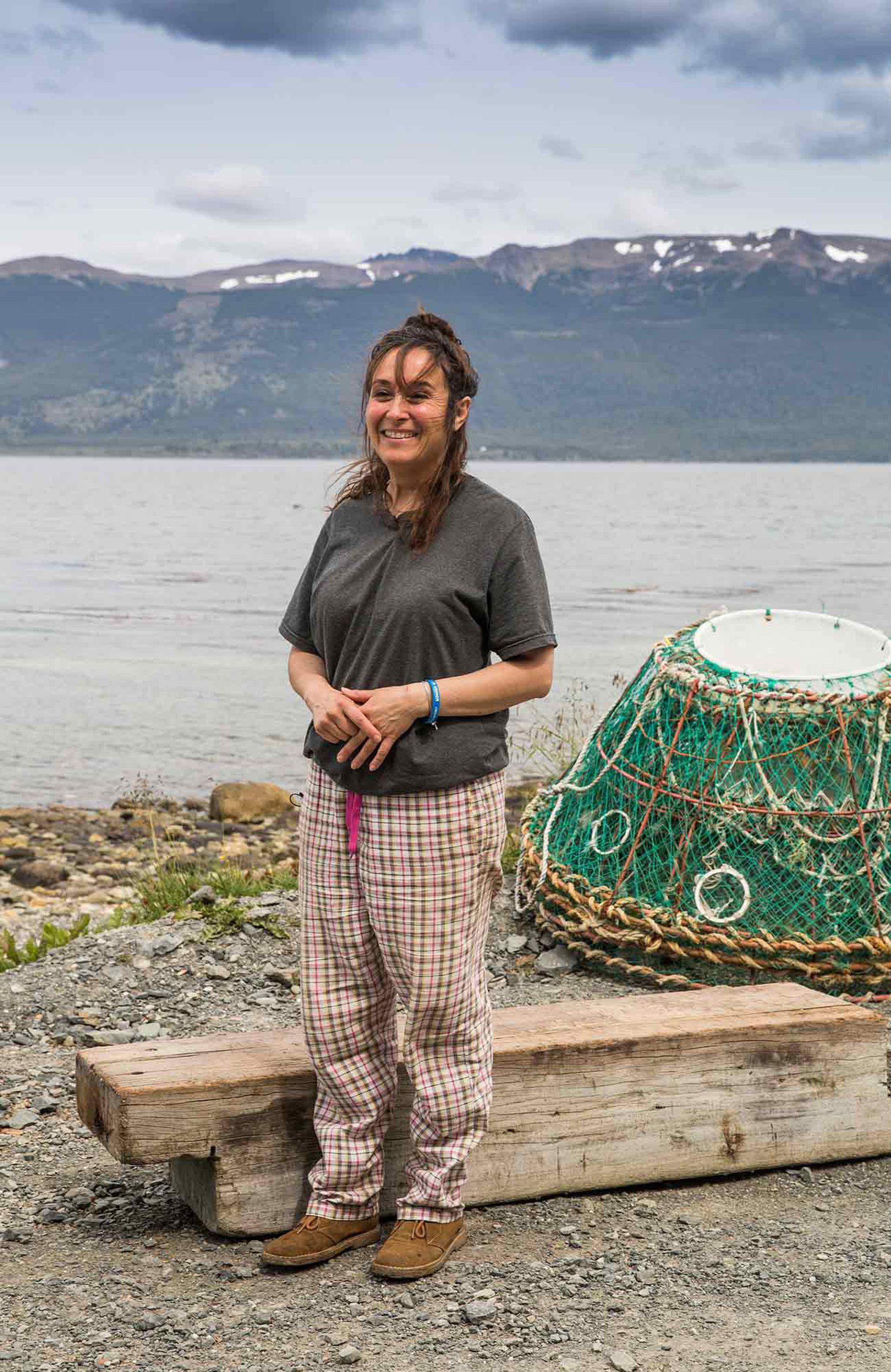 Diana Méndez, la única mujer capitana de barco en la provincia, en Puerto Almanza.