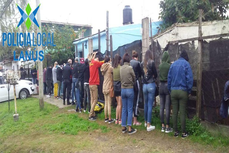Detuvieron a 24 jóvenes que participaban de un cumpleaños en Monte Chingolo