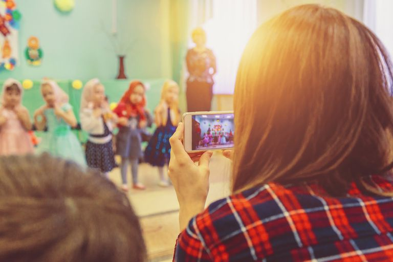 Los padres deben tener cuidado al momento de compartir fotos de sus hijos en redes sociales