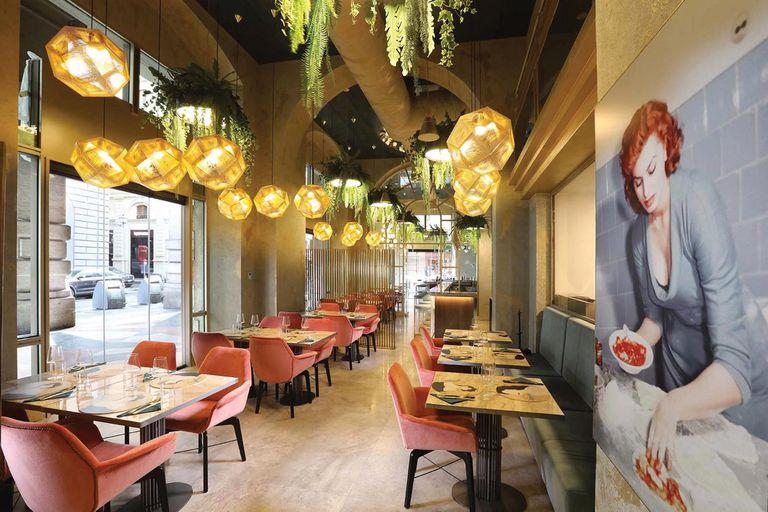 Sophia Loren Original Italian Food ofrece un servicio de restaurante, bar y coctelería, cafetería y pastelería