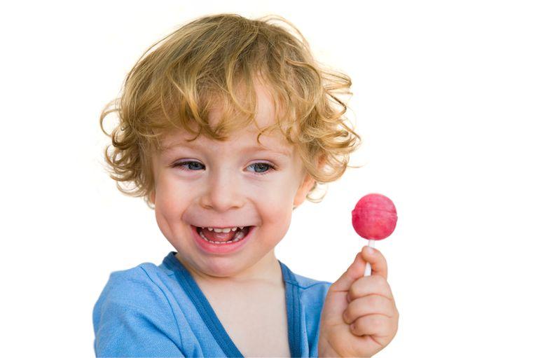 Austria prueba un test de coronavirus con forma de chupetín para niños y niñas; fue probado en un grupo de pequeños de una guardería de Viena, con el objetivo de evitar la propagación del virus.