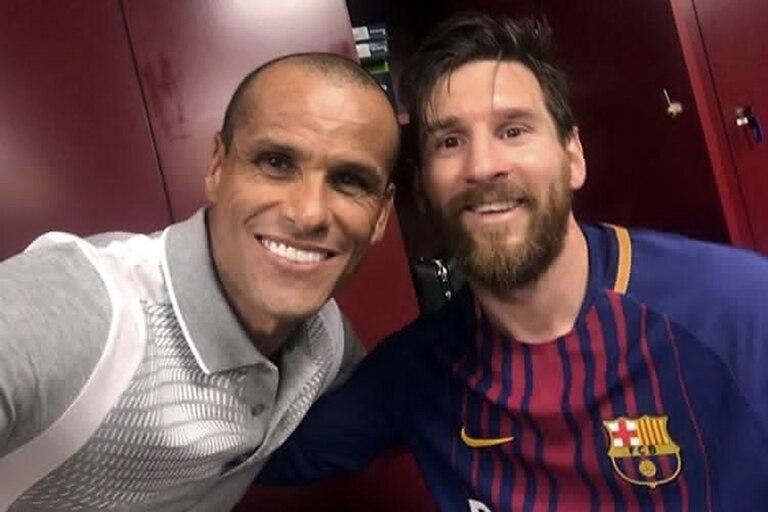 Rivaldo y Messi, en otros tiempos, cubiertos de sonrisas