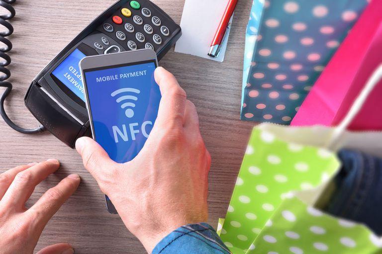 Tarjeta en el celular: por qué Apple Pay o Google Pay no se usan en el país
