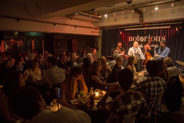 El jazz puede ser una gran compañía de cita la noche de San Valentín, y Notorious lo tiene todo preparado de la mano de los hits de las películas de Woody Allen