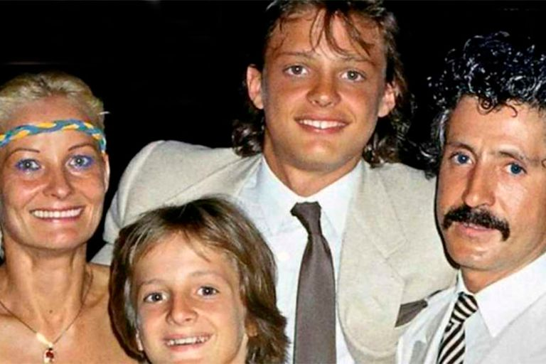 Marcela Basteri junto a su pareja, Luisito Rey y sus dos hijos mayores, Luis Miguel y Alejandro