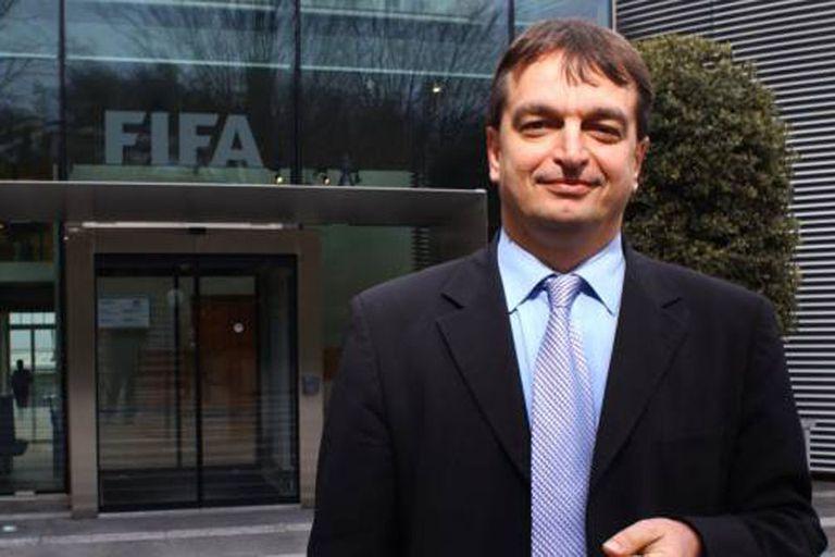 Jerome Champagne también formalizó su candidatura para la FIFA