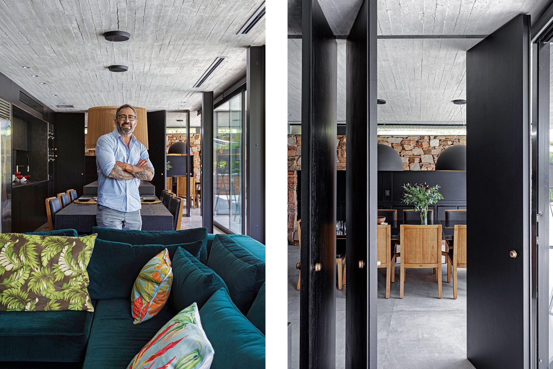 Hecho a medida, más profundo que lo habitual, el sillón se tapizó en terciopelo y se lo combinó con almohadones de motivos botánicos. Detrás, el arquitecto Negro Williams.