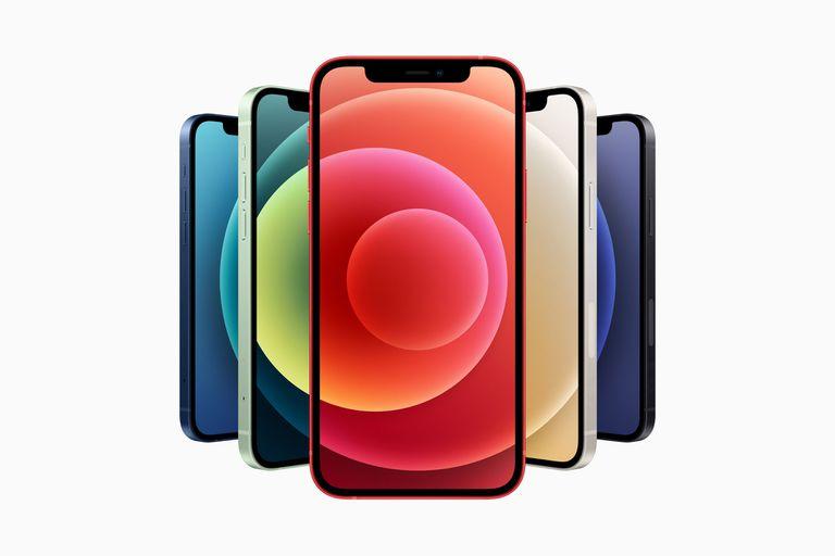 Los nuevos iPhone 12 y iPhone 12 mini estarán disponibles a la venta desde 699 y 799 dólares respectivamente, en ambos casos con una capacidad de almacenamiento de 64 GB