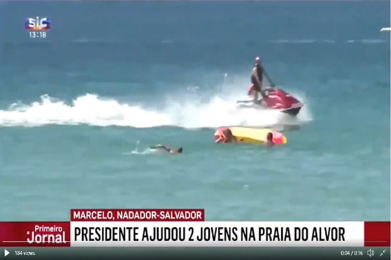 El presidente de Portugal hizo de bañero y rescató a dos mujeres en el mar