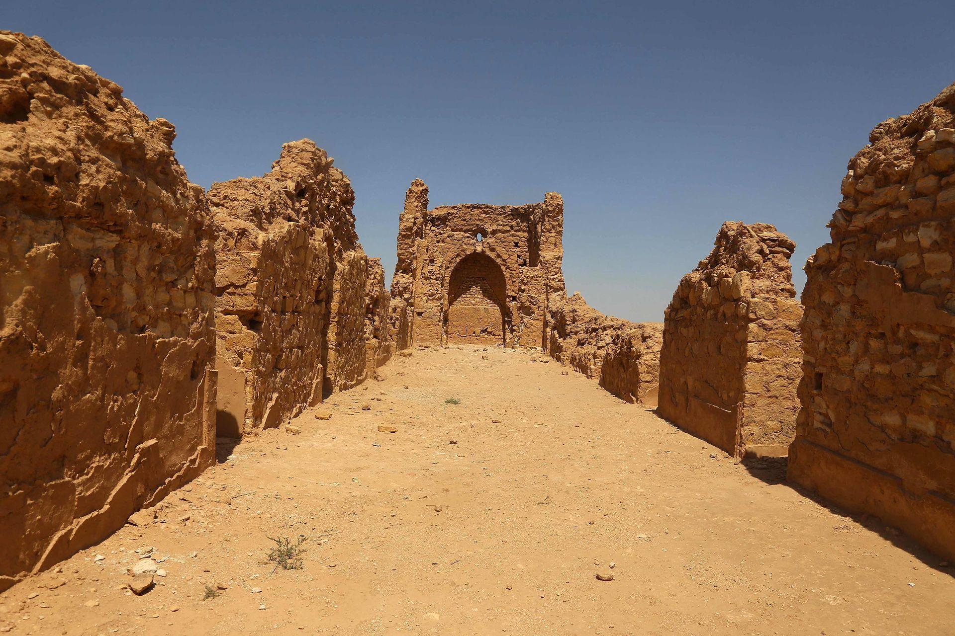 Una de las iglesias más antiguas del mundo se desmorona bajo el sol calcinante del desierto de Irak, víctima de años de conflicto, negligencia estatal y el cambio climático, en un país con un rico patrimonio histórico