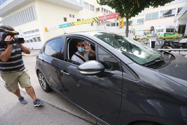 Matías Montín, el joven de 20 años atacado a golpes por tres jóvenes en una disco de Playa Grande, abandonó esta tarde el hospital donde estuvo internado durante una semana