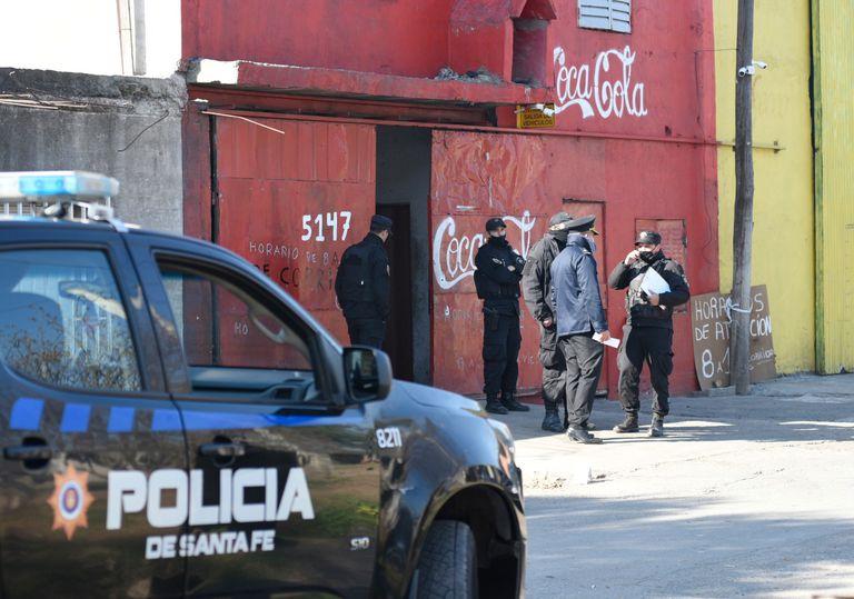 El doble homicidio se produjo en la puerta de una distribuidora de bebidas, que fue escenario de varios crímenes narco en Rosario.