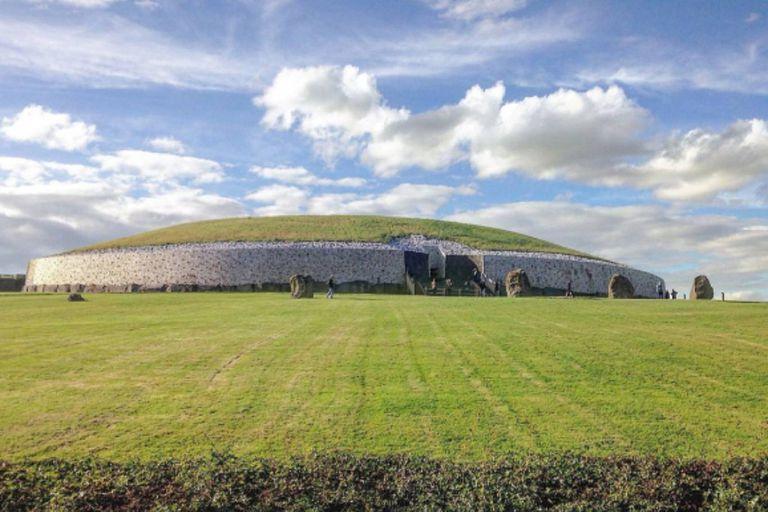 El mausoleo queda a pocos kilómetros de Dublin, en Irlanda, y tiene una antigüedad de unos 5000 años