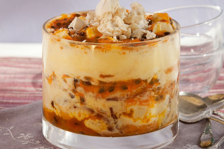 Trifle de maracuyá, mascarpone y merengues