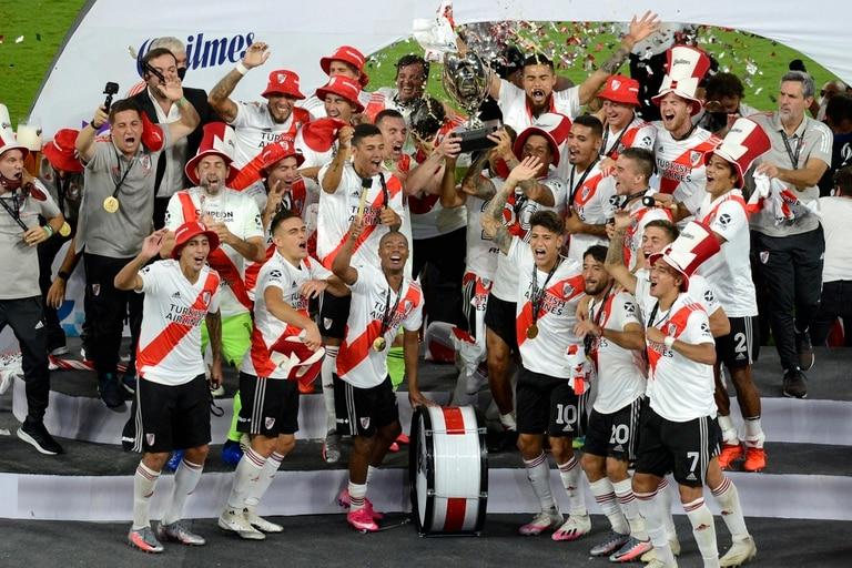 El festejo de River, campeón de la Supercopa 2019 tras golear a Racing por 5 a 0 en la inauguración del estadio Madre de Ciudades, en Santiago del Estero.