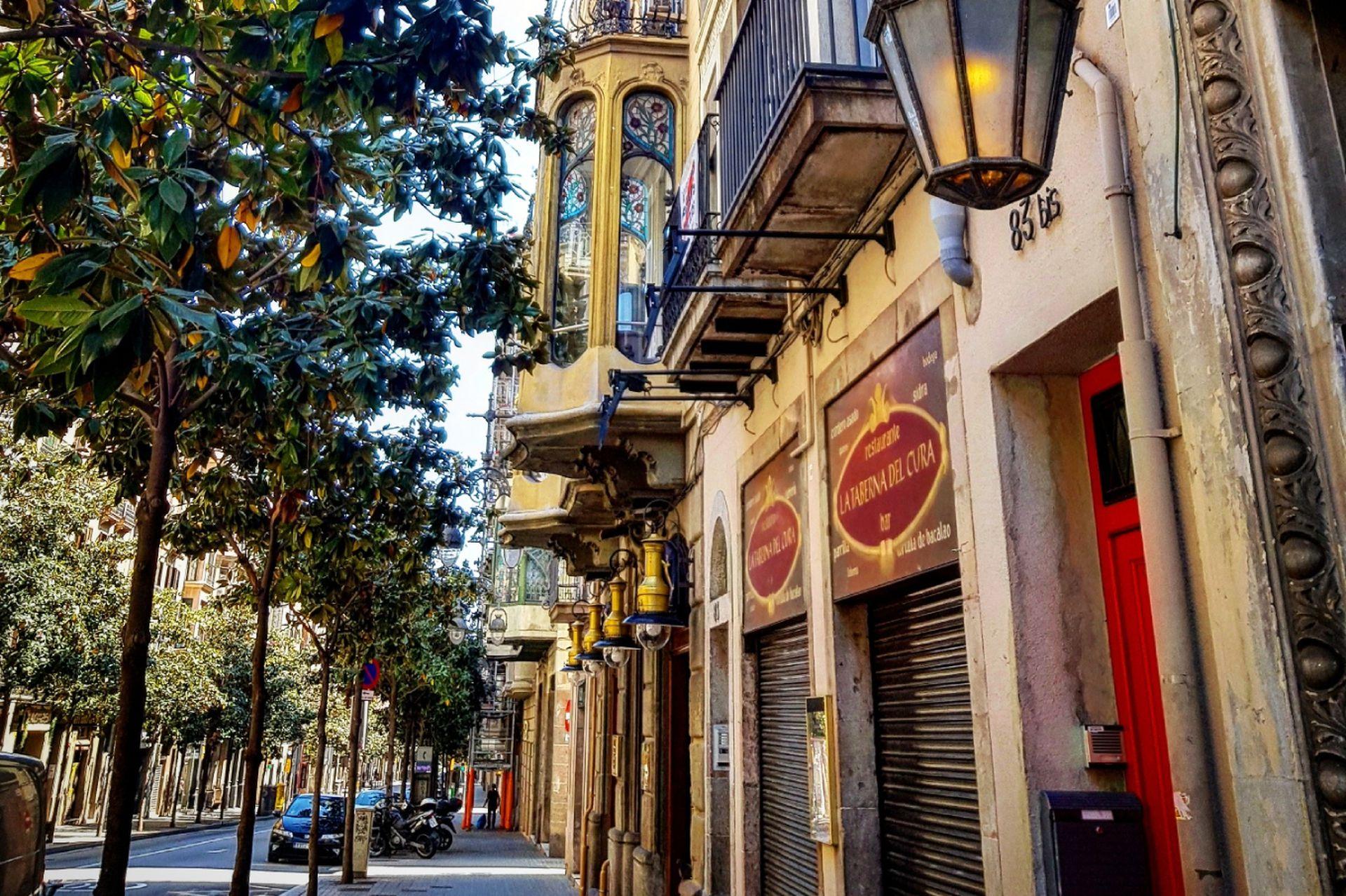 La zona elegante de Gràcia es conocida por sus bulevares y paseos peatonales del siglo XIX llenos de boutiques independientes, galerías y cines.