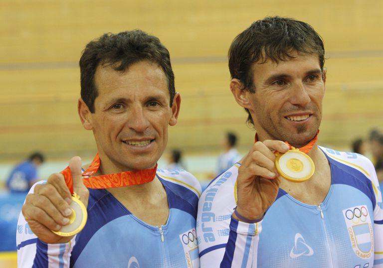 Juan Curuchet y Walter Perez recuperaron una medalla de oro para el deporte amateur argentino en Pekín 2008 después de 56 años, con el triunfo en la prueba Madison de ciclismo
